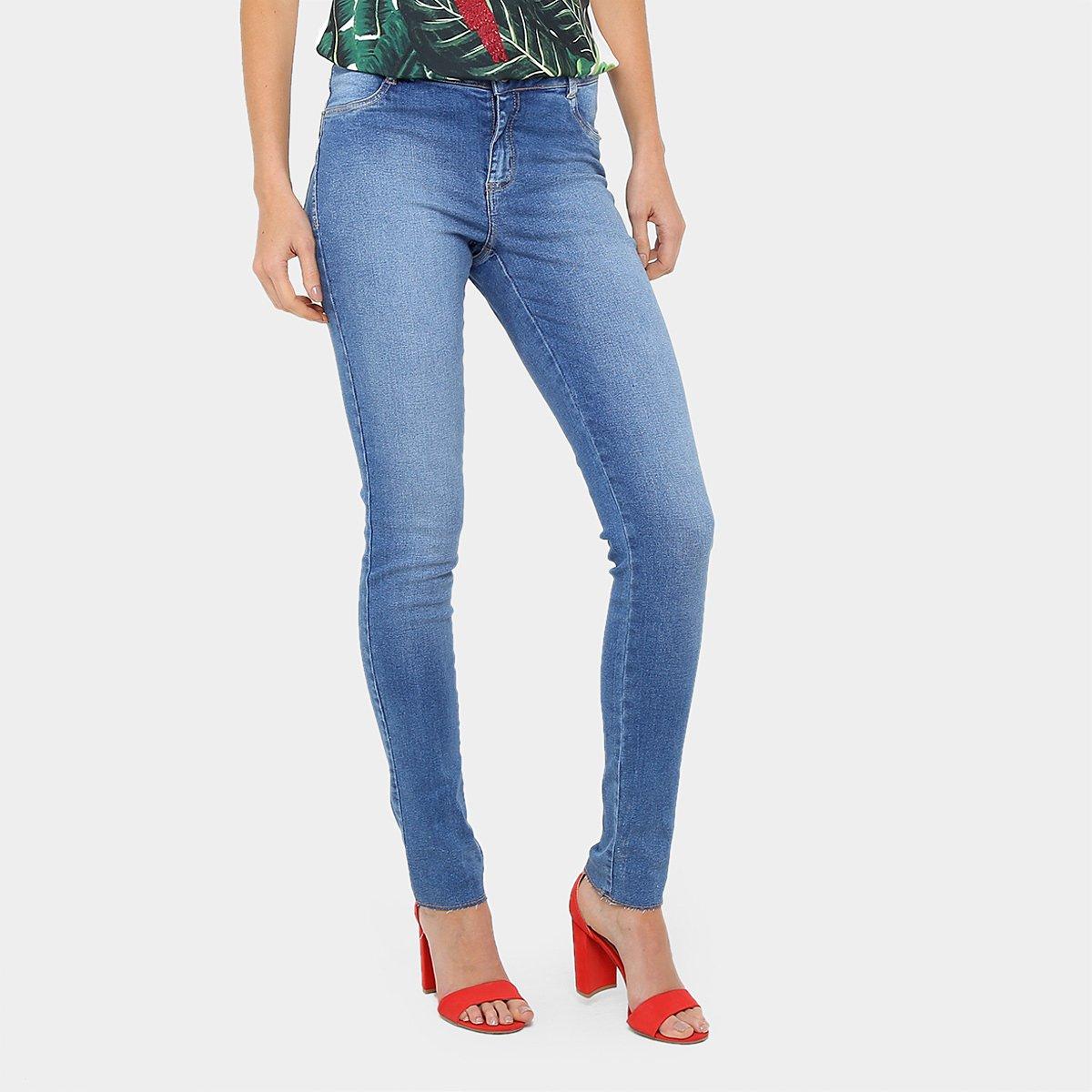 588440ae9 A Calça Jeans Skinny Morena Rosa Andreia Cintura Alta Feminina é um modelo  que expressa feminilidade em seu design e se destaca nos looks de verão.