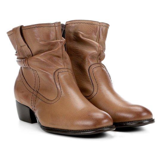 20ad310c50 Bota Slouch Shoestock Couro Cano Curto Feminina - Marrom Claro ...