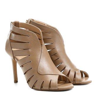 1d7ac5732 Sandália Couro Shoestock Salto Fino Abotinada Vazada Feminina