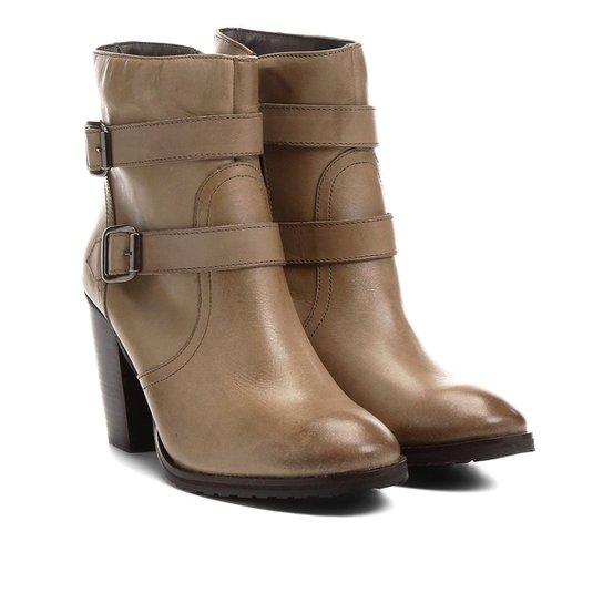 55ae9b1d0f Bota Couro Cano Curto Shoestock Fivelas - Marrom Claro - Compre ...