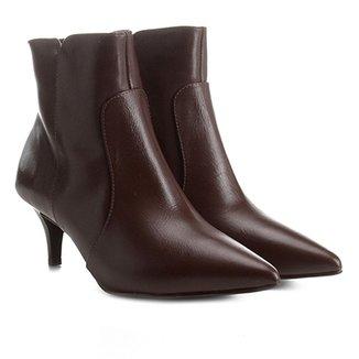 a98fe222d5 Bota Couro Cano Curto Shoestock Kitten Heel Feminina