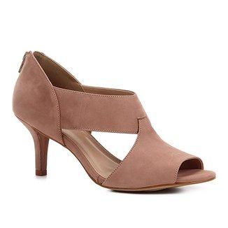 9388e63af3 Sandália Shoestock Salto Fino Nobuck Recortes Feminina
