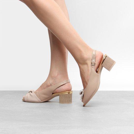 1b2ce58880 Peep Toe Couro Comfortflex Salto Grosso Chanel Laço - Bege