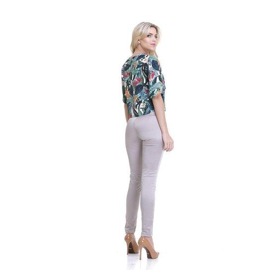 a7524a633 Calça Clara Arruda Alfaiataria Feminina - Bege - Compre Agora | Zattini