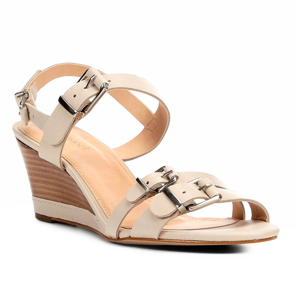 8f1ee03006 Sandália Anabela Couro Shoestock Fivelas Feminina