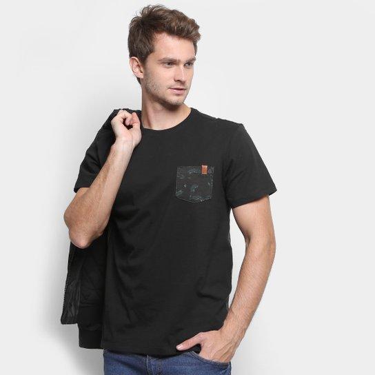 b8b1899ed Camiseta Reserva Bolso Estampado Masculina   Zattini