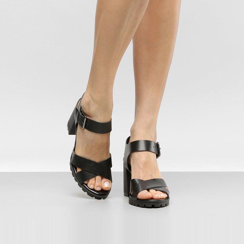Me exibindo com sandalia alta de salto cristal - 2 part 8
