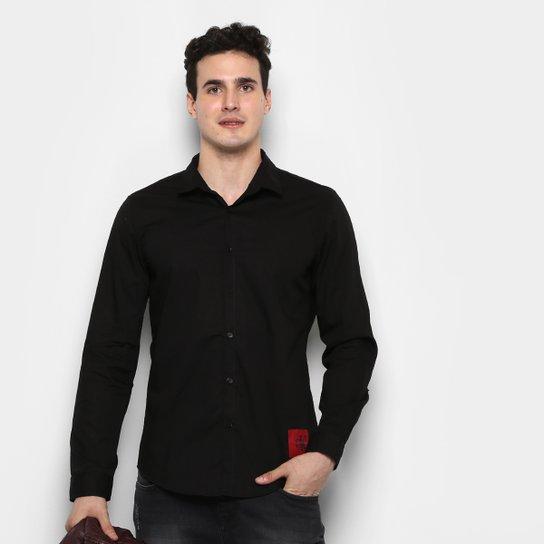 f207137a51 Camisa Calvin Klein ML Básica Slim Fit Lisa Etiqueta Patch Masculina - Preto