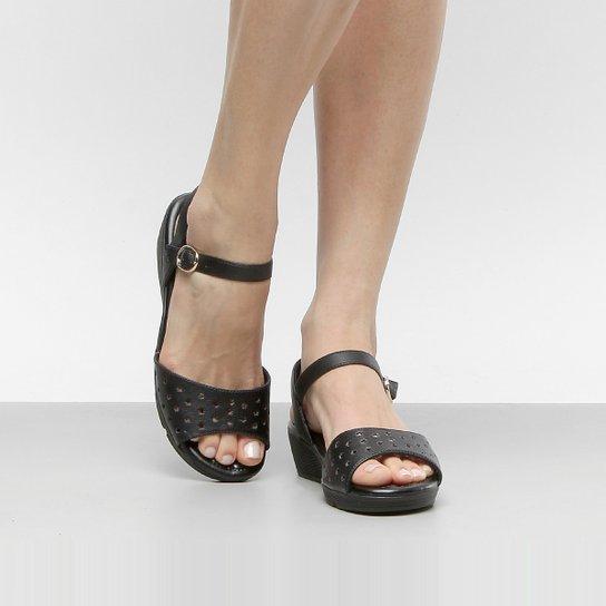 118ef7c00 Sandália Comfortflex Anabela Laser Feminina - Compre Agora
