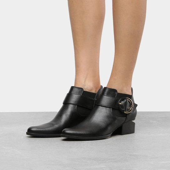 ce1d2a39e Ankle Boot Couro Luz da Lua Salto Recortado Fivela Lateral | Zattini