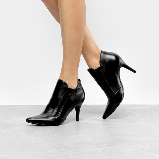 059146645 Ankle Boot Couro Luz da Lua Salto Fino - Preto | Zattini