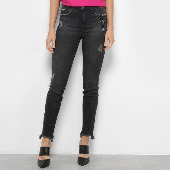 b0145a7eb Calça Jeans Skinny Colcci Destroyed com Bordado - Preto | Zattini