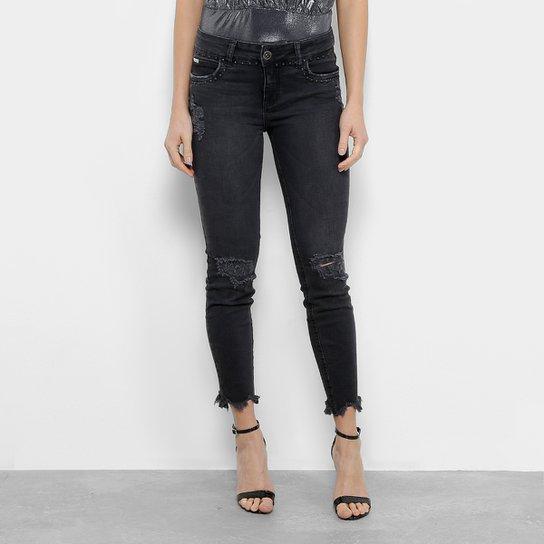94e727300 Calça Jeans Cigarrete Colcci Fátima Destroyed Tachas Cintura Média Feminina  - Preto