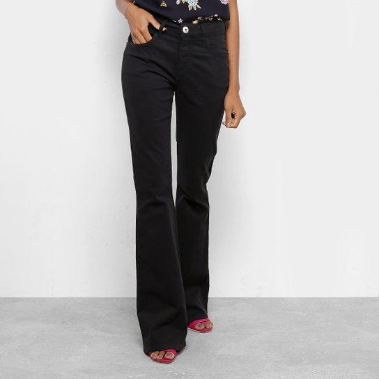 26276f2e6 Calças Jeans Flare Forum Cintura Média Feminina - Preto - Compre ...