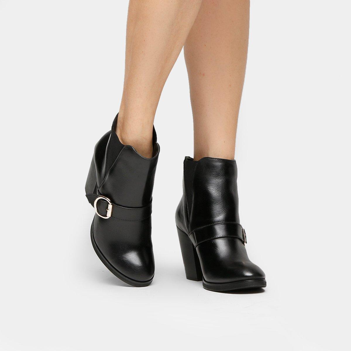 eae5eb32e7 Bota Couro Cano Curto Shoestock Fivela Feminina