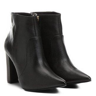 2203576ddda Bota Couro Shoestock Curta Bico Fino Salto Grosso Feminina