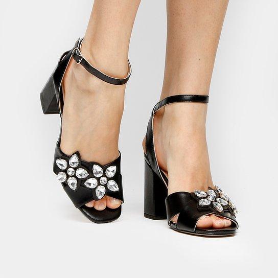 7f04837aea Sandália Couro Shoestock Salto Grosso Cobra Pedrarias Flor Feminina - Preto