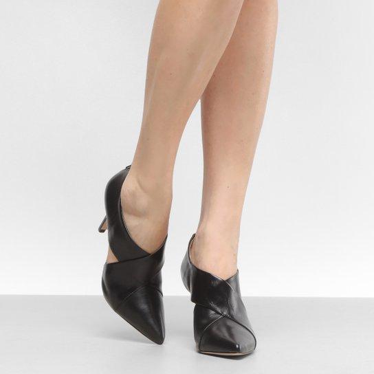 d08677c70d Ankle Boot Couro Shoestock Salto Fino - Compre Agora | Zattini