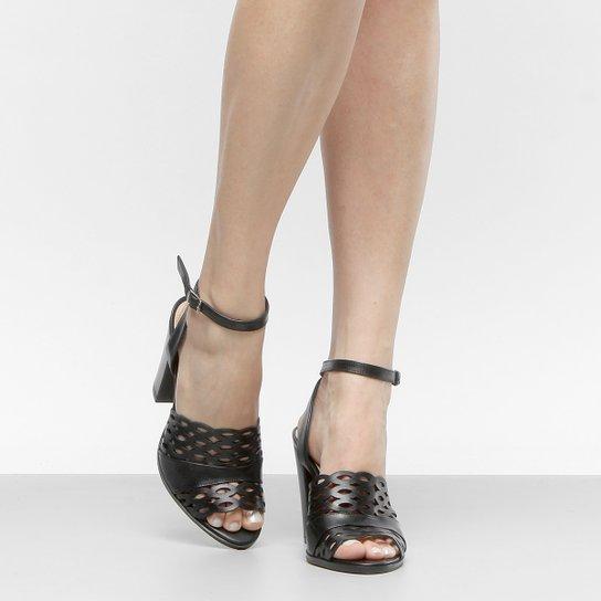 14a93f9815 Sandália Couro Shoestock Salto Grosso Laser Feminina - Preto