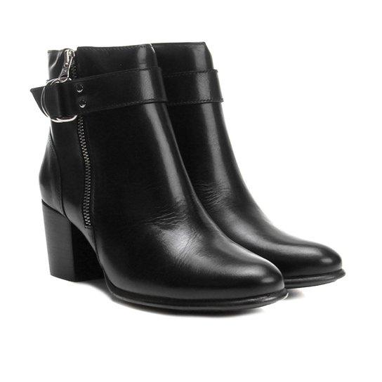 793825f42f2 Bota Couro Cano Curto Shoestock Salto Grosso Fivela - Compre Agora ...