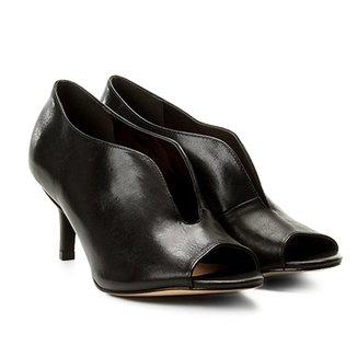 6d3f082ae3 Sandália Couro Shoestock Salto Médio Vamp Feminina
