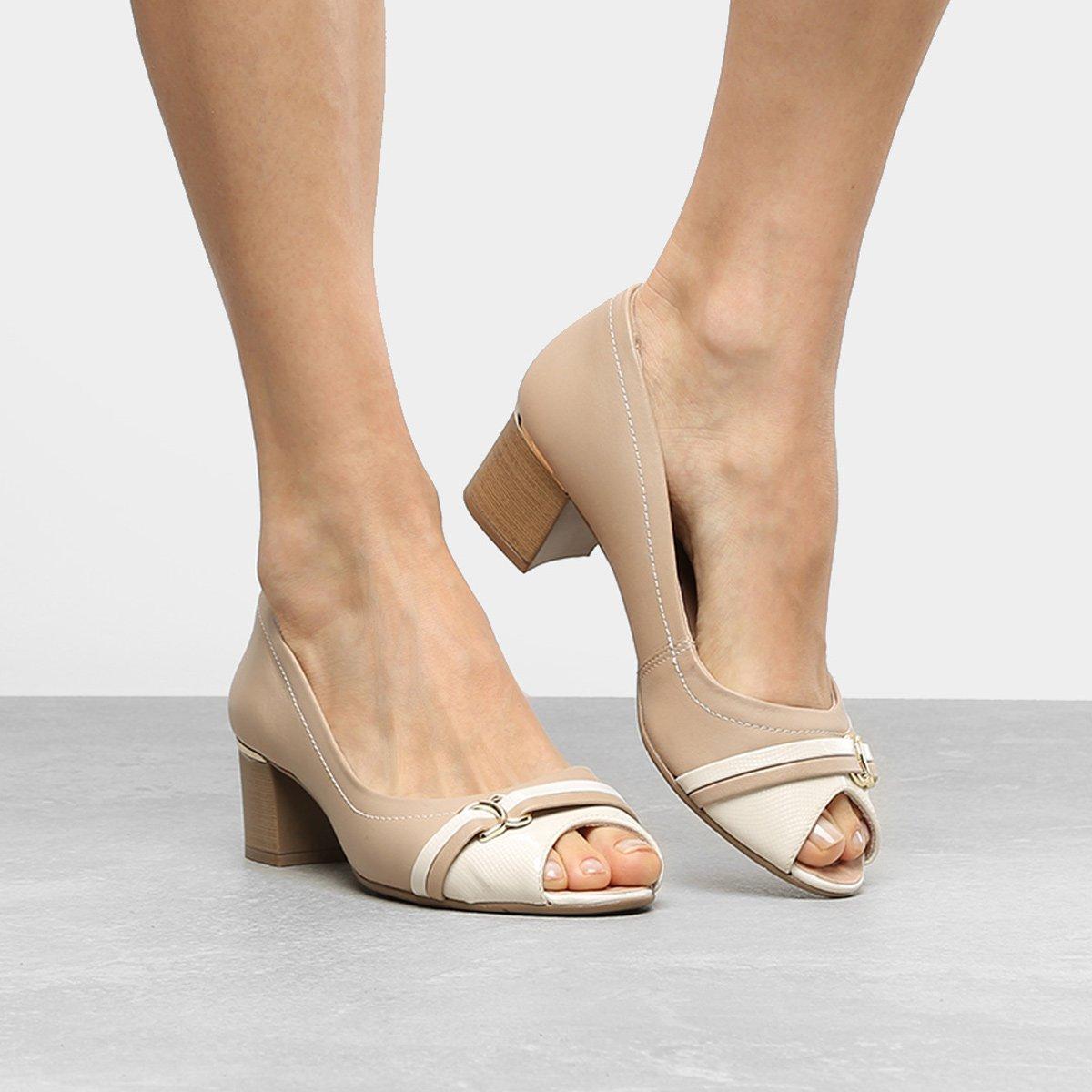 5b0931745 Peep Toe Couro Comfortflex Salto Grosso Detalhe