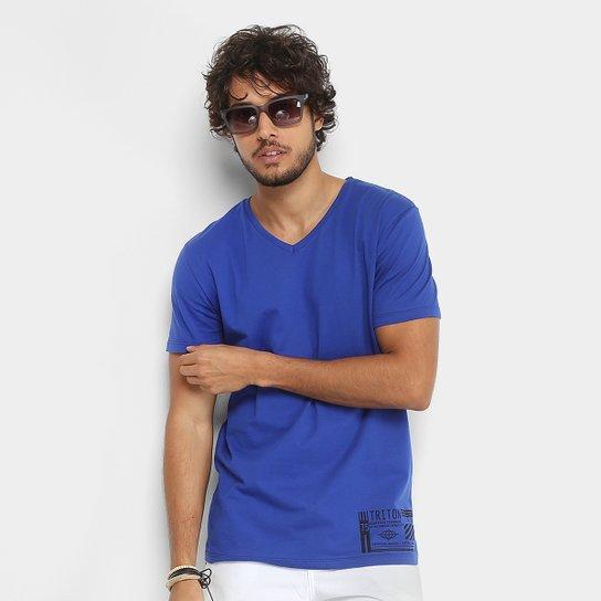 422d6c5f77 Camiseta Triton Gola V Estampada Masculina - Azul