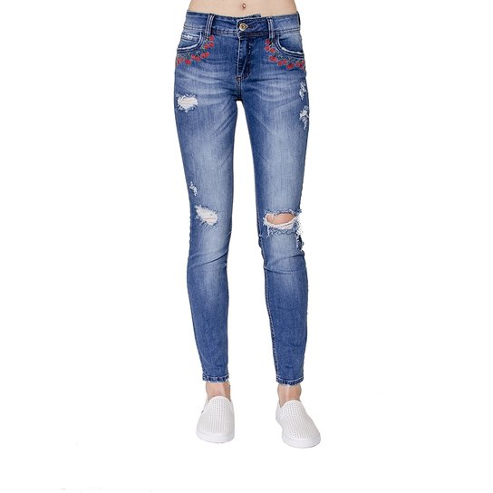 024d42fd19 Calça Jeans Skinny Fatima Bordada Colcci - Compre Agora | Zattini