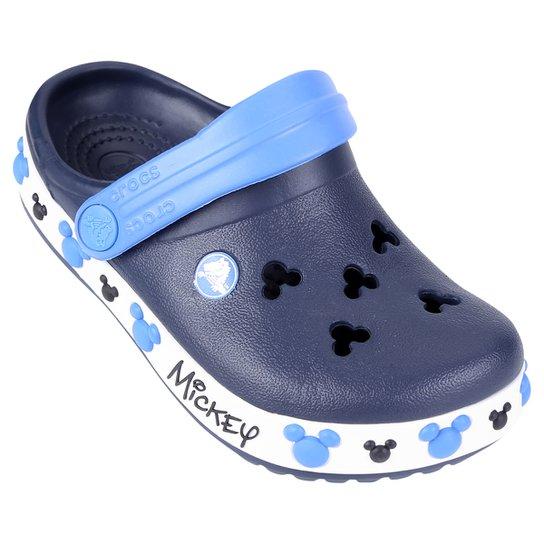 a374dc8a08b0b Sandália Crocs Infantil Crocband Mickey IV Clog - Marinho e Branco ...