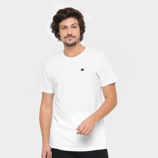 6f2329442b Camiseta Oakley Patch Masculina - Branco - Compre Agora