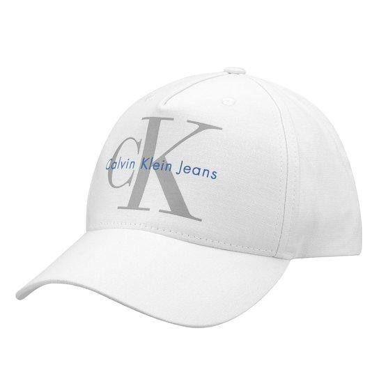 Boné Calvin Klein Aba Curva CK Masculino - Branco - Compre Agora ... 6d2a0b1e9d7