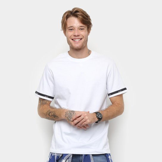 ff5d52486b Camiseta Cavalera Detalhe Fita Masculina - Branco