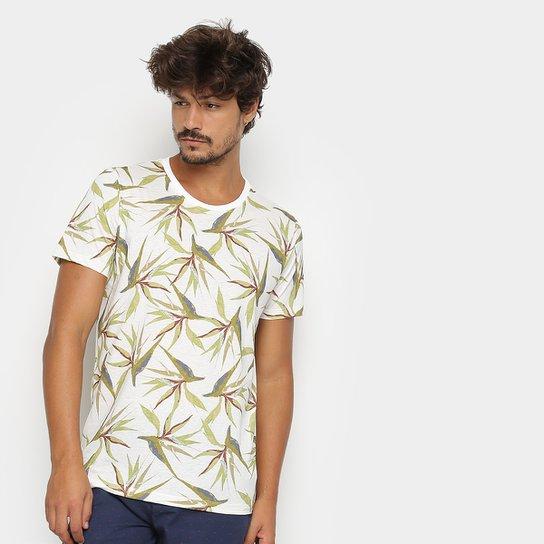 f0bbe6dd6 Camiseta Colcci Folhagens Masculina - Branco e Verde | Zattini