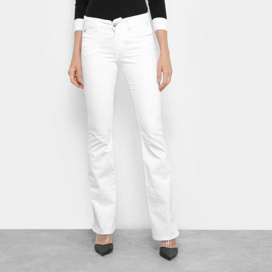 13c5ee35f Calça Jeans Flare Colcci Sarja Cintura Média Feminina - Branco ...