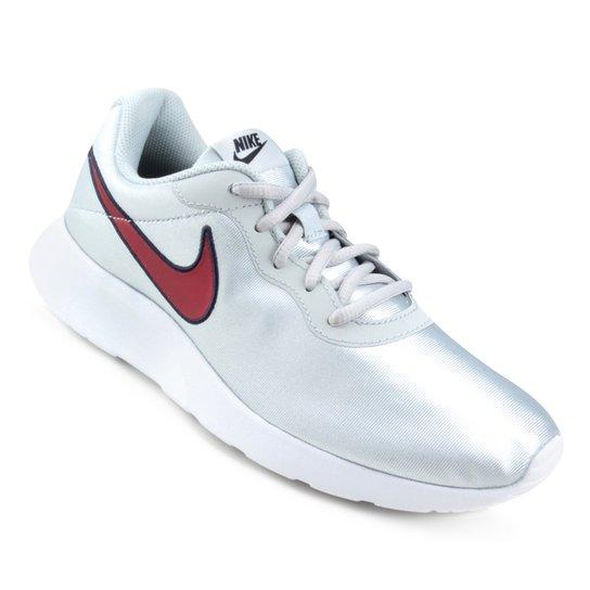 7943e9c835 Tênis Nike Tanjun Se Feminino - Prata e Vermelho