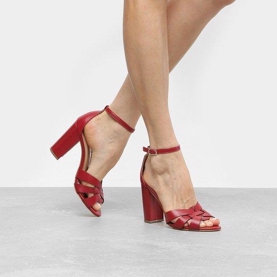 3a611a7cc0 Sandália Couro Shoestock Salto Grosso Feminina - Compre Agora
