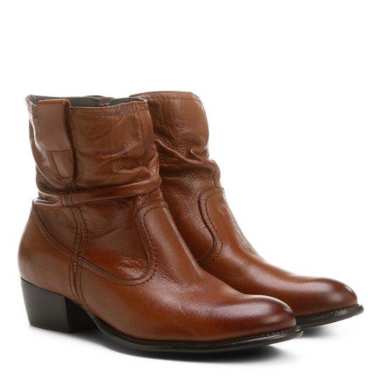 e03efaf7b3 Bota Slouch Shoestock Couro Cano Curto Feminina - Caramelo - Compre ...