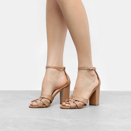 64bf783234 Sandália Couro Shoestock Salto Grosso Feminina - Compre Agora