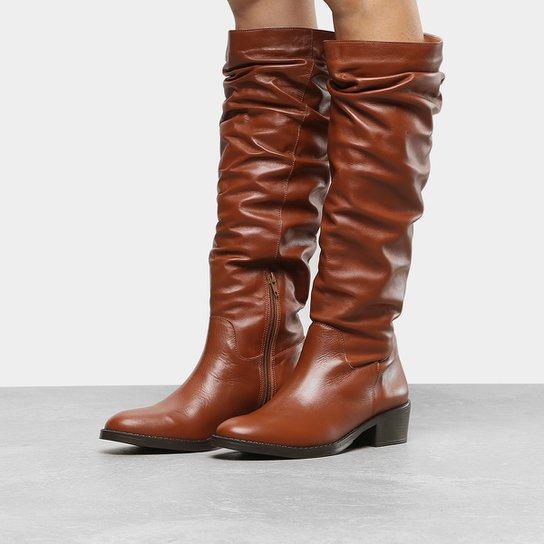 6d94eeab6a Bota Couro Slouch Shoestock Flat Feminina - Caramelo - Compre Agora ...