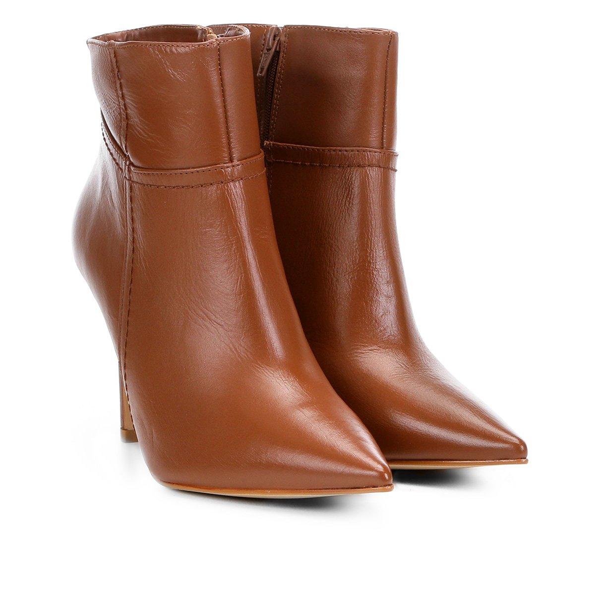 12e23ed0b Bota Couro Cano Curto Shoestock Básica Bico Fino Feminina