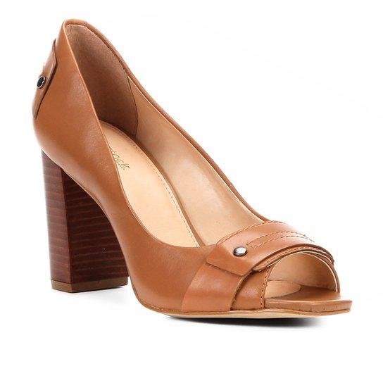 57da19015 Peep Toe Couro Shoestock Salto Grosso Tira - Caramelo | Zattini