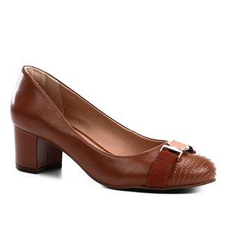 6bbbb746c2 Scarpin Couro Shoestock Salto Médio Medalha