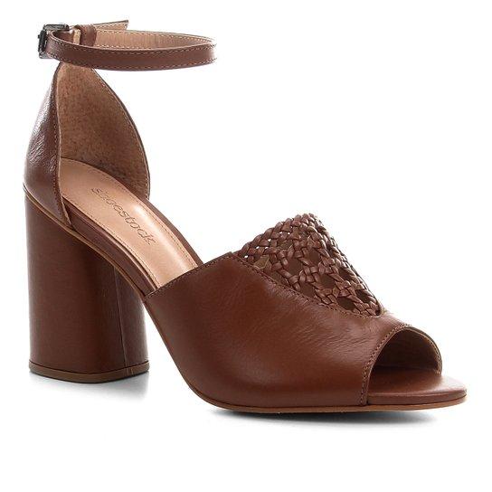 0f777ca3f782e Sandália Couro Shoestock Detalhe Macramê Salto Bloco Feminina - Caramelo