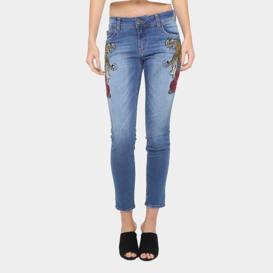 e3133dc00 Calça Jeans Skinny Colcci Fátima Bordada Cintura Média Feminina - Jeans