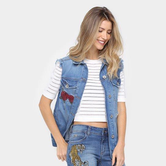 cf9781c1da Disponvel tambm maxi coletes Maxi colete jeans com detalhe em