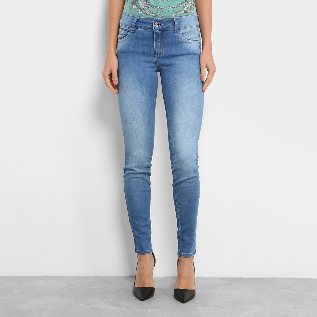 1525921d6 Calça Jeans Skinny Colcci Base Fátima Lavagem Estonada Cintura Média ...
