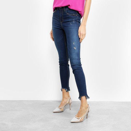 c52e42055 Calça Jeans Skinny Colcci Bia Estonada Puídos Barra Desfiada Feminina - Azul  Escuro