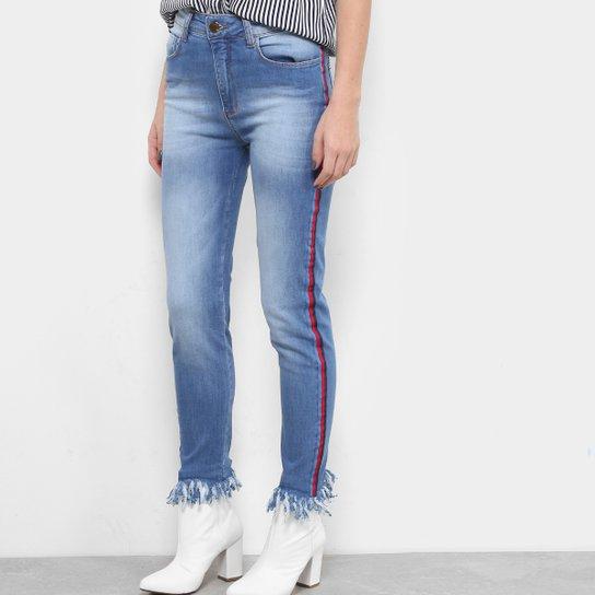 Calça Jeans Skinny Forum com Listra Lateral e Barra Desfiada Feminina -  Jeans 12601bf7fb5e7