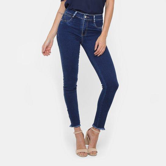 054d11437 Calça Jeans Skinny Sawary Lavagem Escura Barra Desfiada Feminina - Jeans