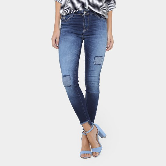 bcc6c0b1c Calça Jeans Skinny Sawary Assimétrica Desfiada Cintura Média Feminina -  Jeans
